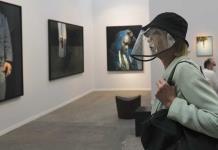 Feria de arte en París sigue adelante pese a la pandemia