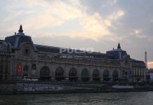El Museo de Orsay pide perdón por vetar la entrada a una mujer por su escote