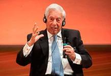 Vargas Llosa evoca en Berlín el poder de la literatura en la pandemia