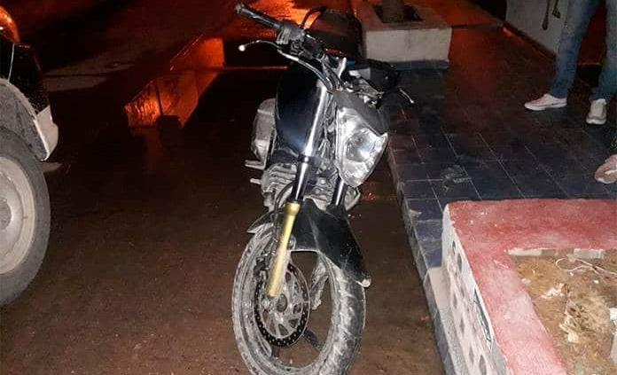 Arrestan a jornalero que traía moto hurtada