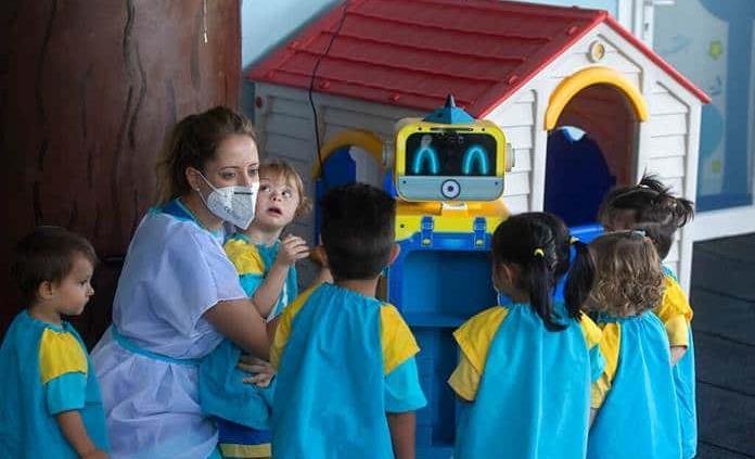 Niños infectados en guarderías llevan COVID a casa