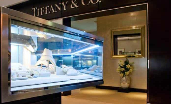 Los accionistas de Tiffany aprueban la oferta de LVMH a un precio más bajo