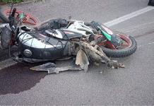 Hombre muere y su hijo resulta herido en un accidente de motocicleta