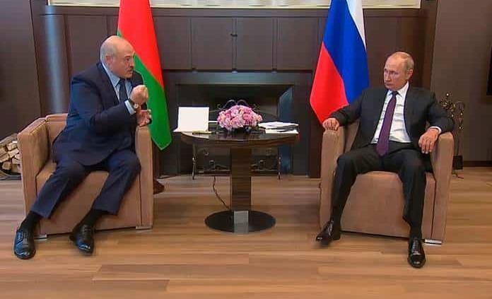 V. Putin intenta salvar al acorralado líder bielorruso