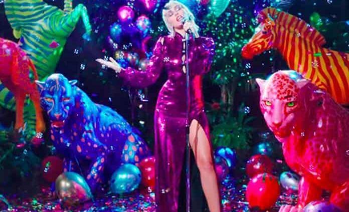 """Miley Cyrus estrena el sencillo """"Midnight Sky"""""""