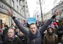 Navalny comparte una foto y anuncia que ya puede respirar solo