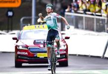 Kamna sorprende a Carapaz y gana en los Alpes; Roglic sigue líder