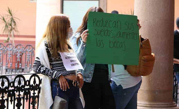 Protestan en el Edificio Central