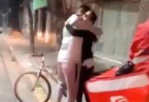 VIDEO: Roban bicicleta a repartidor de Rappi, pero la joven que hizo pedido le obsequia la suya
