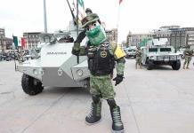 AMLO encabeza desfile militar en el Zócalo capitalino (FOTOS)