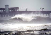El huracán Sally toca tierra cerca de Gulf Shores, Alabama