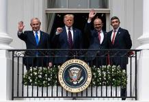 Trump atestigua históricos pactos