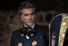 Alejandro Fernández presenta a Cayetana, la dueña de sus serenatas