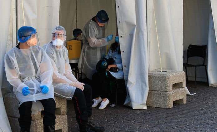 Francia registra 25,086 nuevos casos y 122 muertes por covid-19 en un día