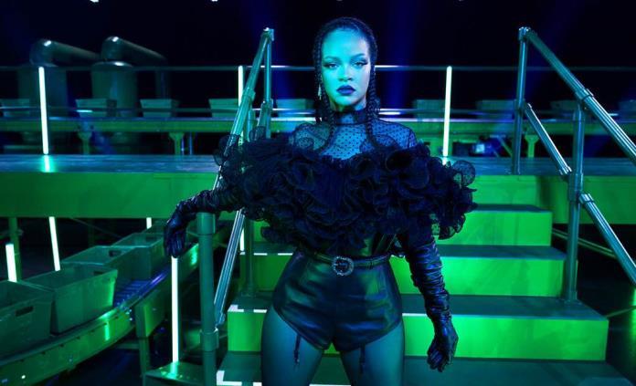 Rihanna quiere animar al mundo con desfile de modas