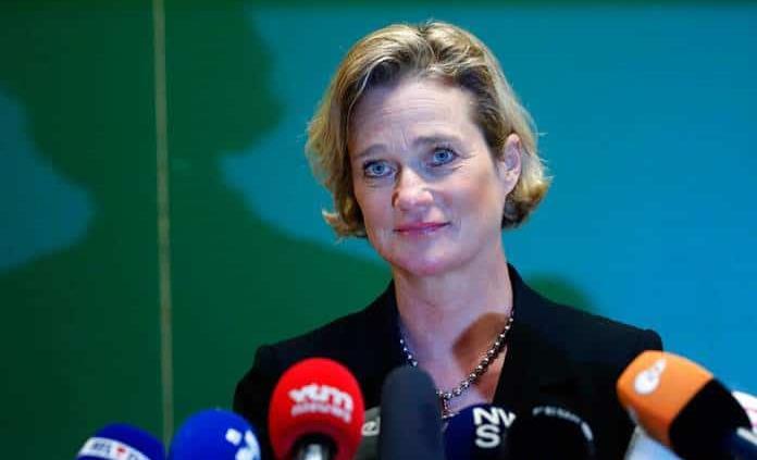 La nueva princesa belga dice tras su reconocimiento que será la misma de siempre