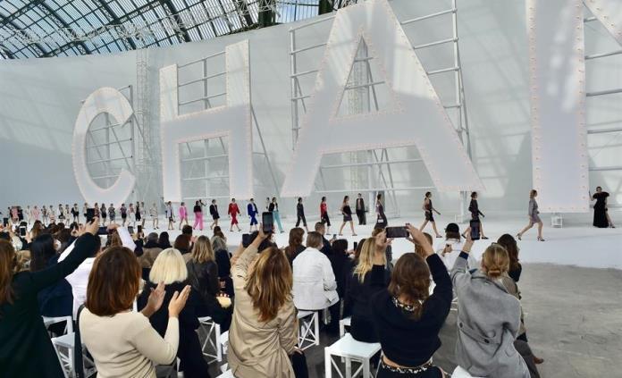 Chanel revive en pasarela a sus heroínas de la gran pantalla