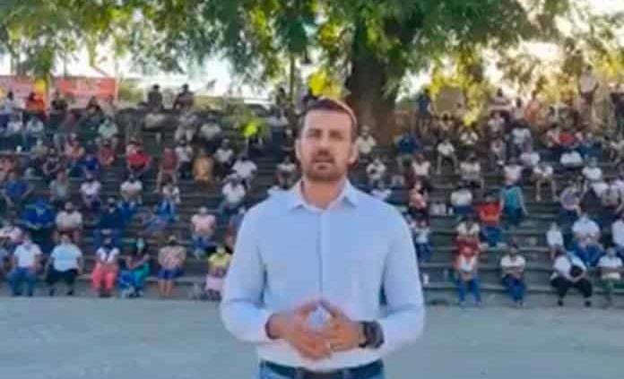 A. Machuca graba video al alcalde