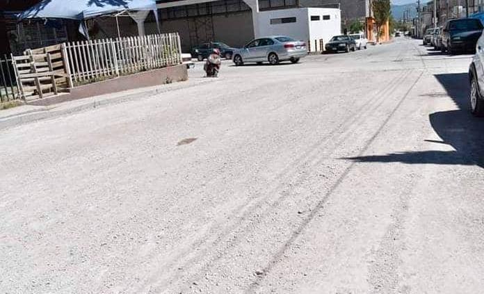 Por fin pavimentan la calle Xicoténcatl