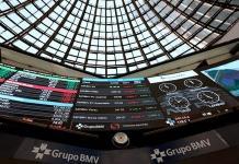 Bolsa mexicana termina con racha ganadora y cae 0.7%