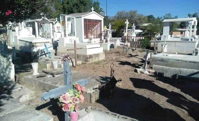 Limpian Panteón Mpal. para el Día de Muertos