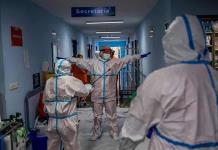 Trabajadores sanitarios están en mejor posición y salud frente al coronavirus que hace meses