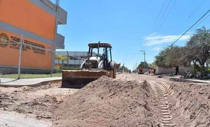Por fin pavimentarán calle Manuel Esperón
