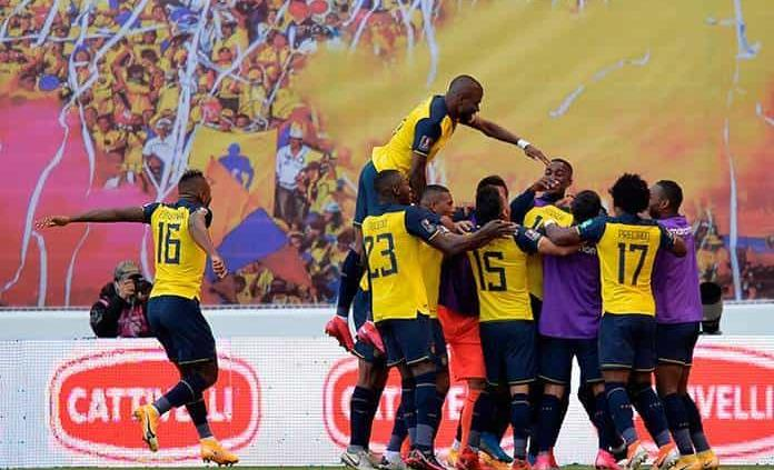Golea Ecuador 4-2 a Uruguay