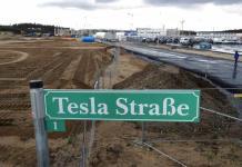 Suspenden suministro de agua a Tesla por falta de pago