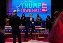 Trump luce evasivo y Biden errático en respectivos eventos