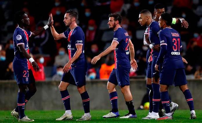 El PSG golea al Nimes y toma el liderato en Francia