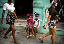Superhéroes a cambio de leche: los trueques que alivian la escasez en Cuba