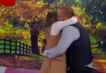 Conductora presenta noticia de propuesta de matrimonio... ¡para ella!