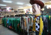 La pandemia casi arruina negocios de renta de disfraces