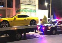 Arrestan a conductor por realizar acrobacias con su Camaro en Carranza
