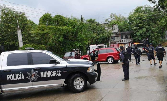 Se enfrentan a balazos policías y presuntos delincuentes en Valles