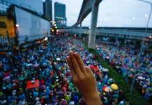 Las protestas resisten por cuarto día el acoso policial en Bangkok