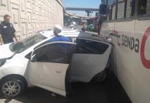 Camión de transporte de personal protagoniza aparatoso accidente
