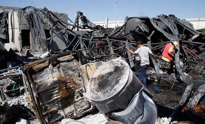 Pepenan restos de fábrica incendiada