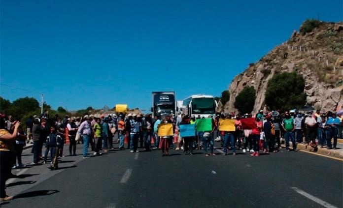 Habitantes de Mexquitic bloquean carretera a Zacatecas por obra hidráulica inconclusa