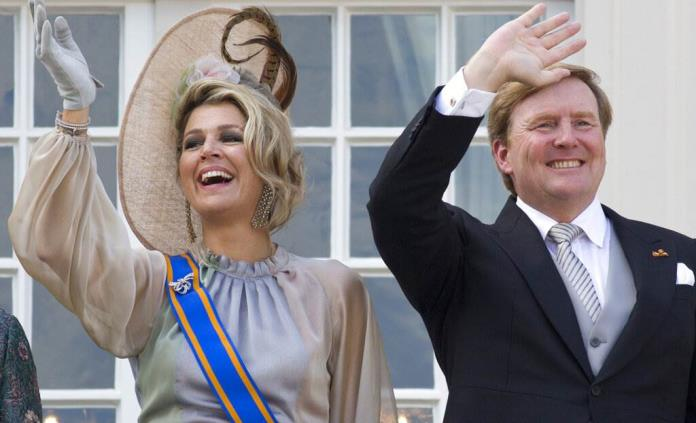 Rey holandés lamenta haber ido a Grecia de vacaciones