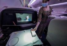 Singapore Airlines abre restaurante en un avión en tierra por la pandemia