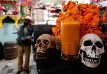 El pulque de cempasúchil traza una nueva unión entre vivos y muertos