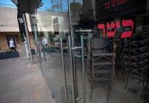 Varios centros comerciales reabren en Israel retando la orden de cierre