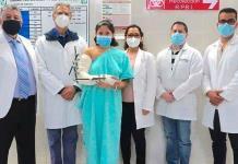 Una máquina le quitó un brazo a Melissa en Guanajuato; expertos del IMSS lo reimplantan