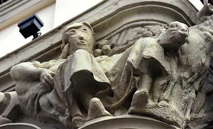 Hacen torpe trabajo de restauración a escultura