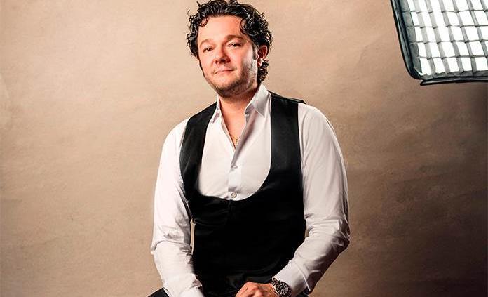 El tenor mexicano Arturo Chacón-Cruz lanza un disco navideño con mucha proteína