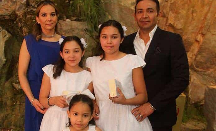 Montserrat y Miranda Zavala Chiw realizan su primera comunión