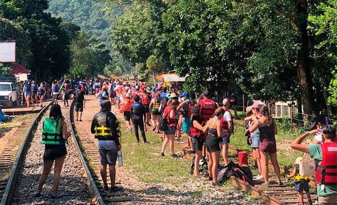 Turistas saturan Puente de Dios