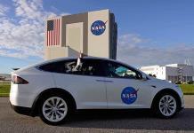 Astronautas abordan cohete de SpaceX para despegue nocturno